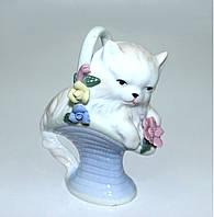 """Фарфоровая статуэтка """"Кошечка в корзине с цветами"""""""