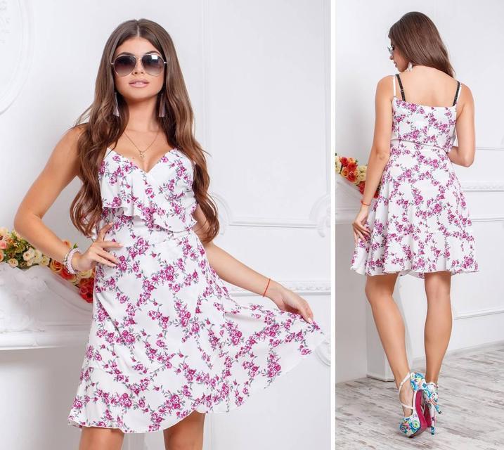 Платье с воланом, модель 112,принт розовые цветочки на белом