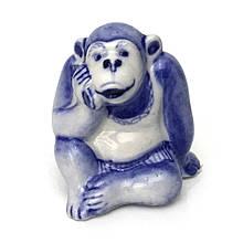 Фигурка из керамики Шимпанзе с телефоном роспись под гжель