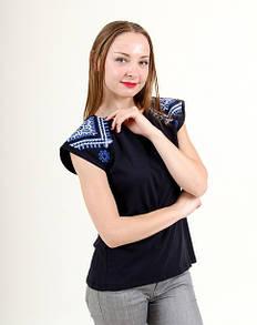 Женская туника с вышивкой на плечах