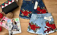 Стильные женские джинсовые шорты с вышивкой цветы синие, голубые