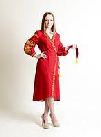 Красное платье с красивой вышивкой