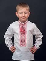 Вышиванка для мальчика в красном и голубом цвете на белом