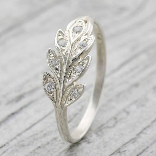 Серебряное кольцо Колосок, вставка белые фианиты, вес 1.68 г, размер 15.5