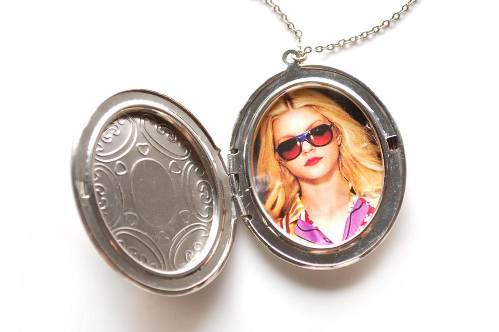 Медальоны с фото – интересные украшения для влюбленых