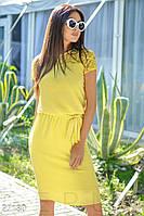 Легкое летнее платье до колен с коротким рукавом полуприталенное с поясом ярко желтое