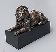 Дизайнерская статуэтка Лев на подставке Veronese 22 см 76538A4, символ мужества