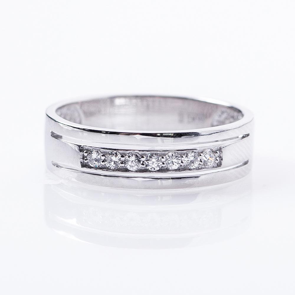 4c2b6a29b893 Золотое обручальное кольцо с бриллиантами