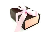 Подарочная коробка коричневая с розовой лентой 23*16*9