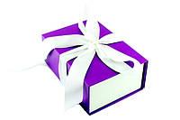 Подарочная коробка фиолетовая с белой лентой 23*16*9