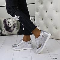 Женские закрытые серебристые туфли