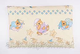 """Подушка дитяча 60*40 бежевого кольору """"Ведмедики на подушках з блакитними зірками."""