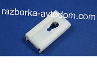 Клипса молдинга лобового стекла (левая) MB Vito W638 (96-03) OE:6389840861