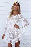 Красивая белая гипюровая пляжная туникас вышивкой