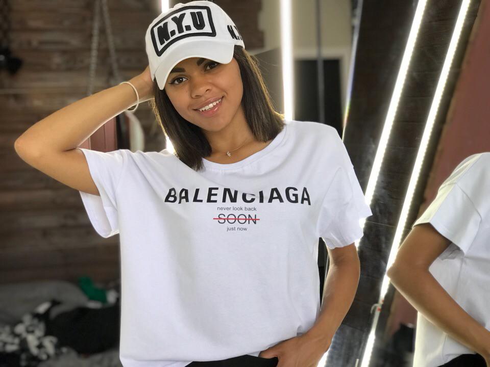 f67668dcd7a7 Женская футболка Balenciaga реплика белого цвета - Интернет-магазин ZeBazar  - одежда, аксессуары,