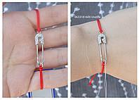 Красный браслет с булавкой