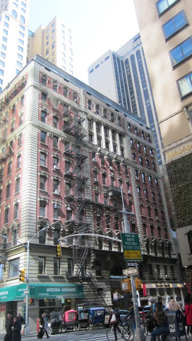 Раздел Платье на резинке - фото teens.ua - Нью-Йорк,Манхэттен,угол 6 авеню и 58 западной улицы