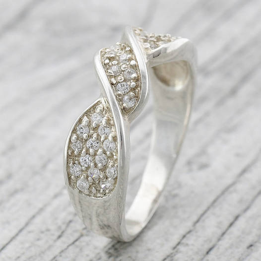 """Серебряное кольцо """"Виктория"""", вставка белые фианиты, вес 3.3 г, размер 17"""