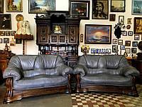 Два кожаных дивана серого цвета