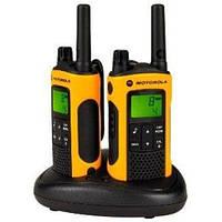Рация Motorola TLKR T80EXT (0.5W, PMR446, 446 MHz, до 10 км, 8 каналов, 4xAAA), черно-оранжевая, фото 1