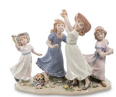 Статуетка порцеляновий Дівчата Подружки на прогулянці 26 см Pavone CMS - 20/28