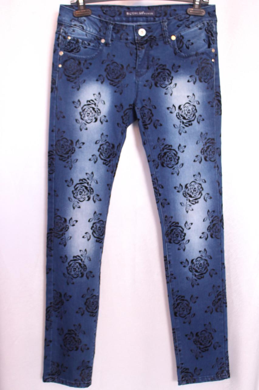 Женские  зауженные джинсы  с розами