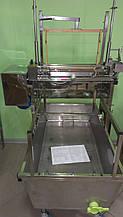 Механізм для розпечатування стільників