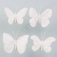 Бабочки из ткани на прищепке, белые с блестками и бусинами, 8 шт.