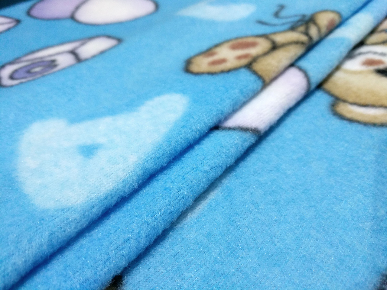 Флис рисунок мишка с шариками, голубой
