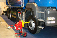 Стенд для проверки геометрии ходовой части грузовых автомобилей и автомобилей с прицепом