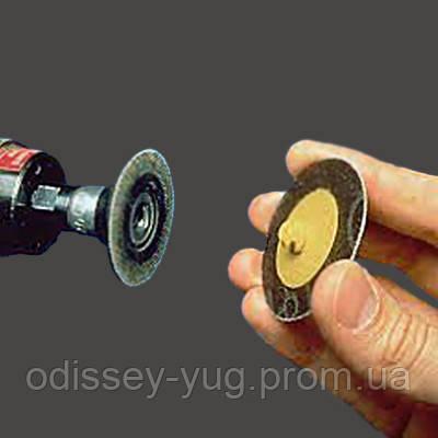Шлифовальные круги 3M™ малого диаметра с креплением  Roloc™.