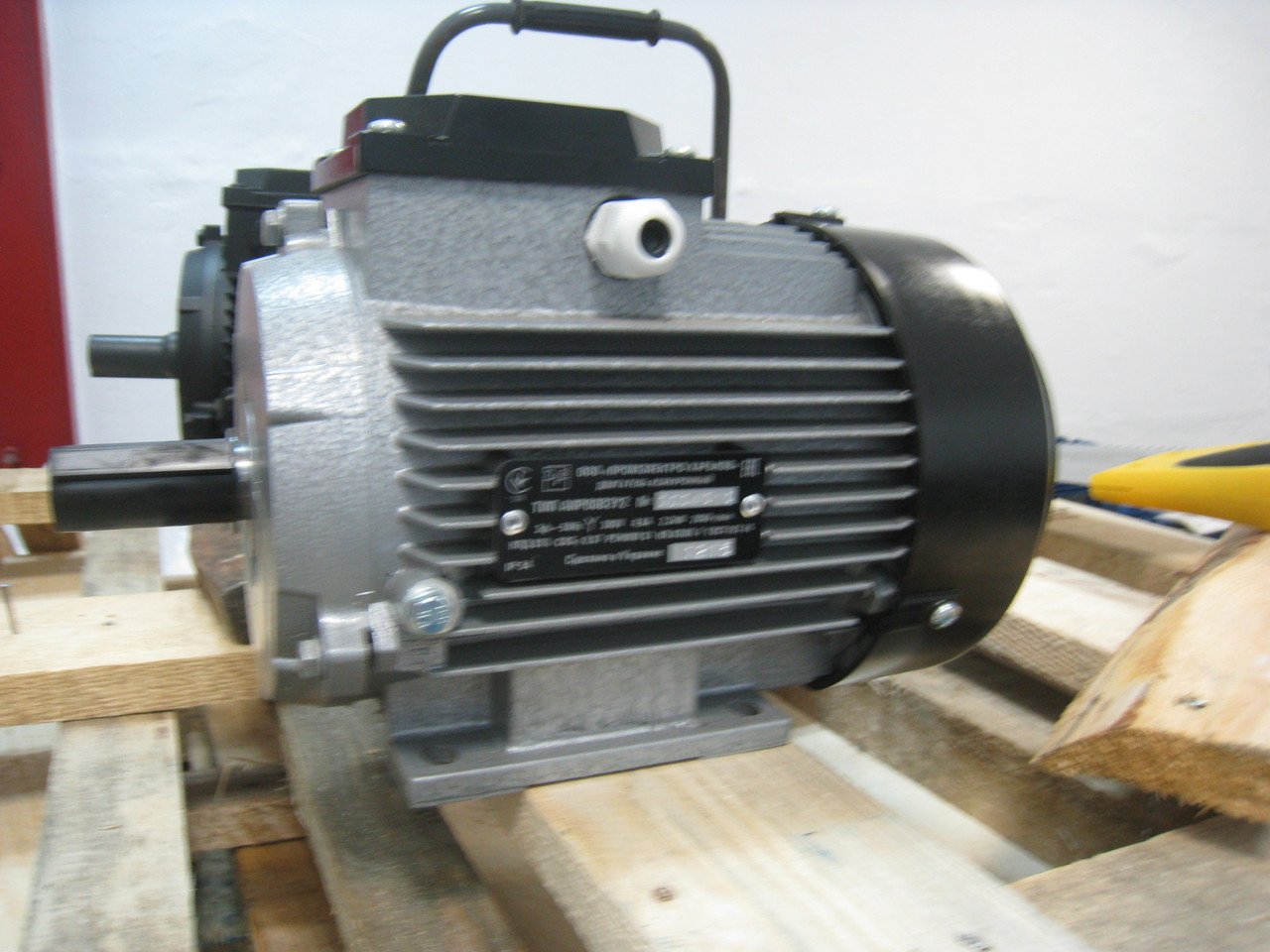 Электродвигатель трехфазный 0.75кВт 3000об/хв АИР 71 А2 У2