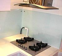 Кухонный фартук из сатинового белого стекла