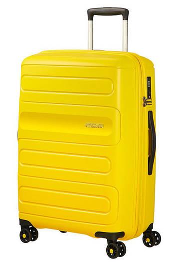 Средний пластиковый чемодан на 4-х колесах American Tourister Sunside