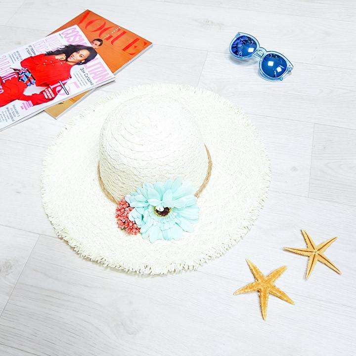 Шляпа белая голубой цветок 502-10