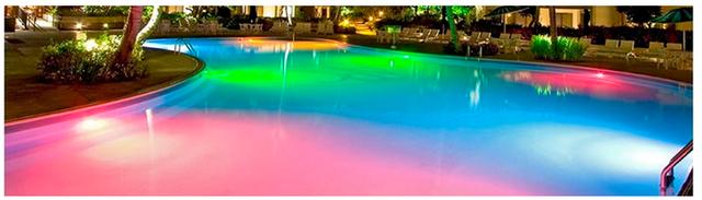 освещение бассейна с использования светодиодных прожекторов Aquaviva