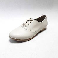 Туфли женские из натуральной кожи бежевого цвета с шнуровкой на подошве с маленьким широким каблучком