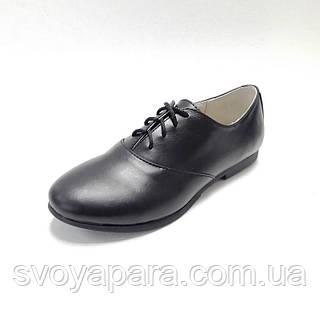 Туфли женские из натуральной кожи черного цвета с шнуровкой на подошве с маленьким широким каблучком