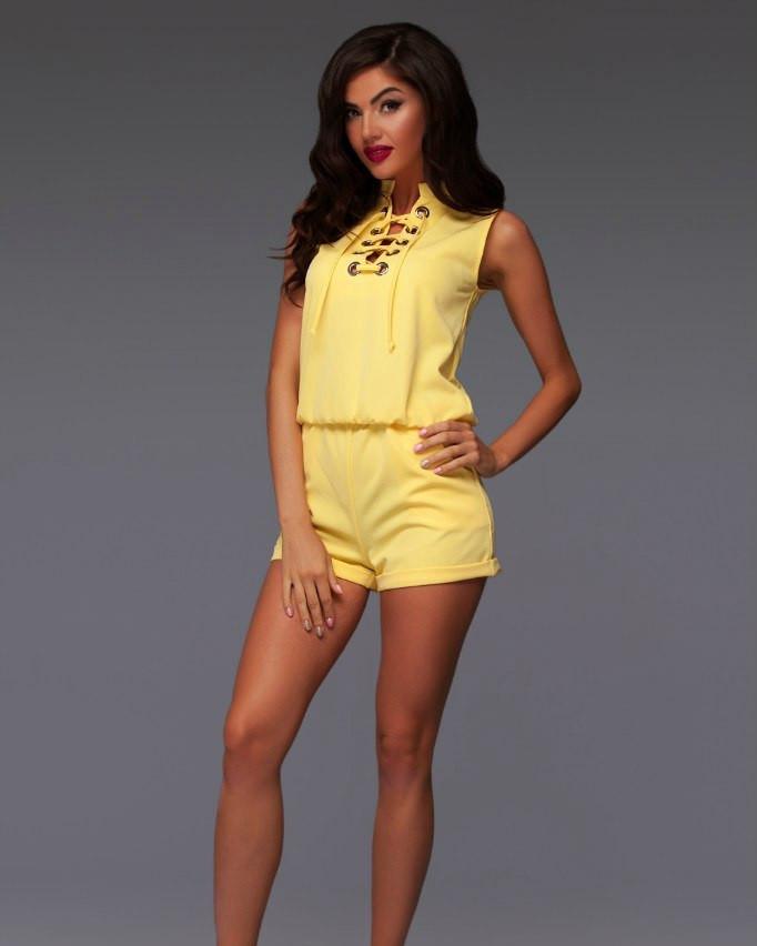 79b4ab7f14ae1 Стильный летний женский комбинезон с шортами и шнуровкой на груди желтый -