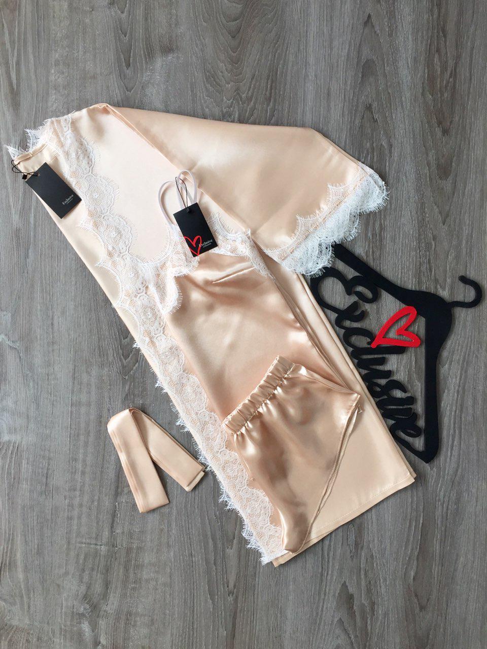 Нежный комплект из атласа для дома и сна: халатик и майка с шортами
