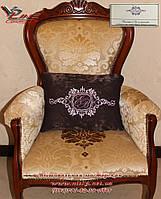 Эксклюзивный подарок - декоративная подушка с вышитой символикой