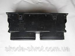 191 819 701B Дефлектор воздуховода обдува средний