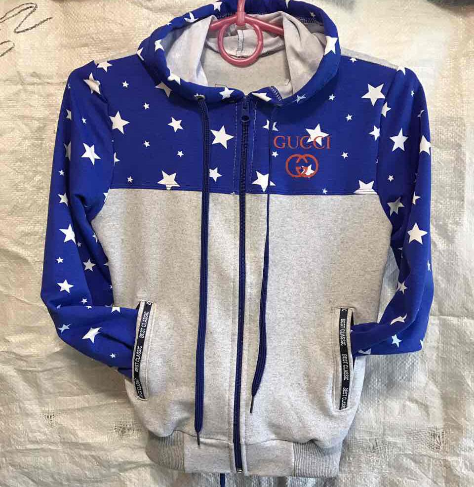 dc30e4629cb1 Спортивный костюм для девочки Gucci 2-7 лет серый+синий с принтом ...
