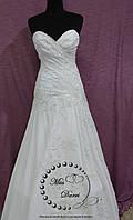 Свадебное платье а-силуэта белое