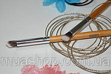 Угловая кисть для нанесения теней EVERYDAY MINERALS Angled Shading Eye Brush, фото 2