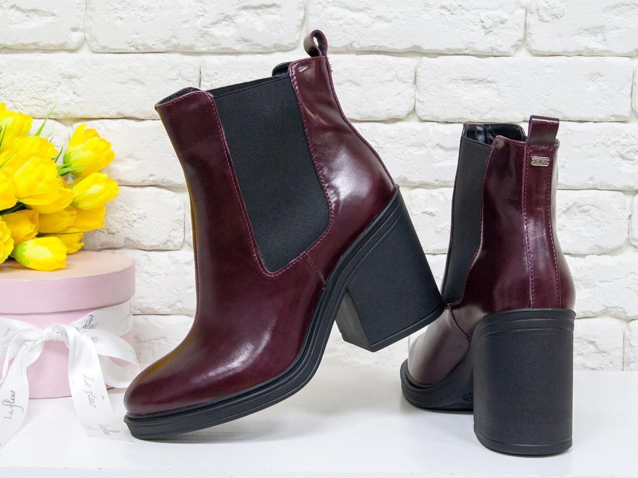Ботинки стильные на каблуке из натуральной лаковой кожи красивого бордового цвета, свободного одевания