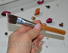 Угловая кисть для контуринга EVERYDAY MINERALS Angled Face Brush, фото 3