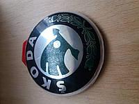 Эмблемa на капот багажник Skoda Yeti А5 Super-В Fabia Rumster Rapid диаметр 90мм.зеленая