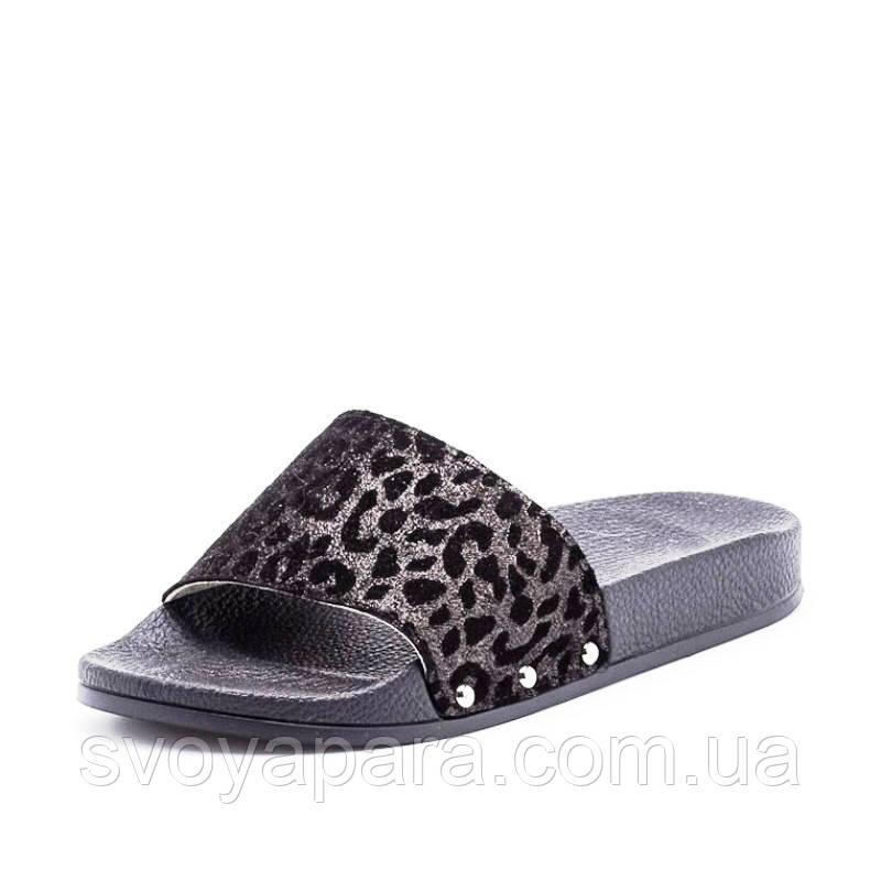 Шлёпанцы женские черного цвета с леопардовым принтом