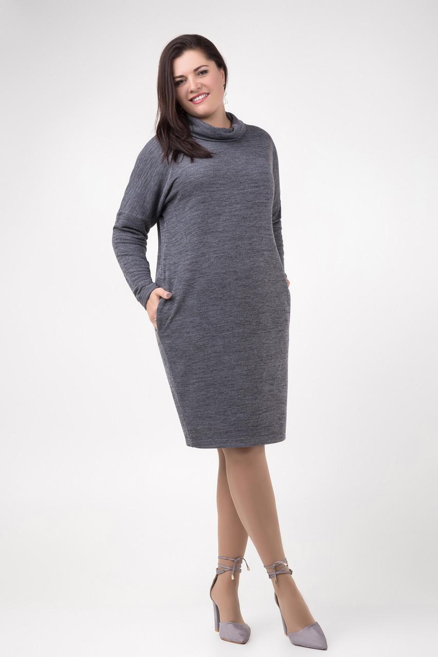 Темно-серое трикотажное теплое платье прямого кроя с хомутом размер 50-52